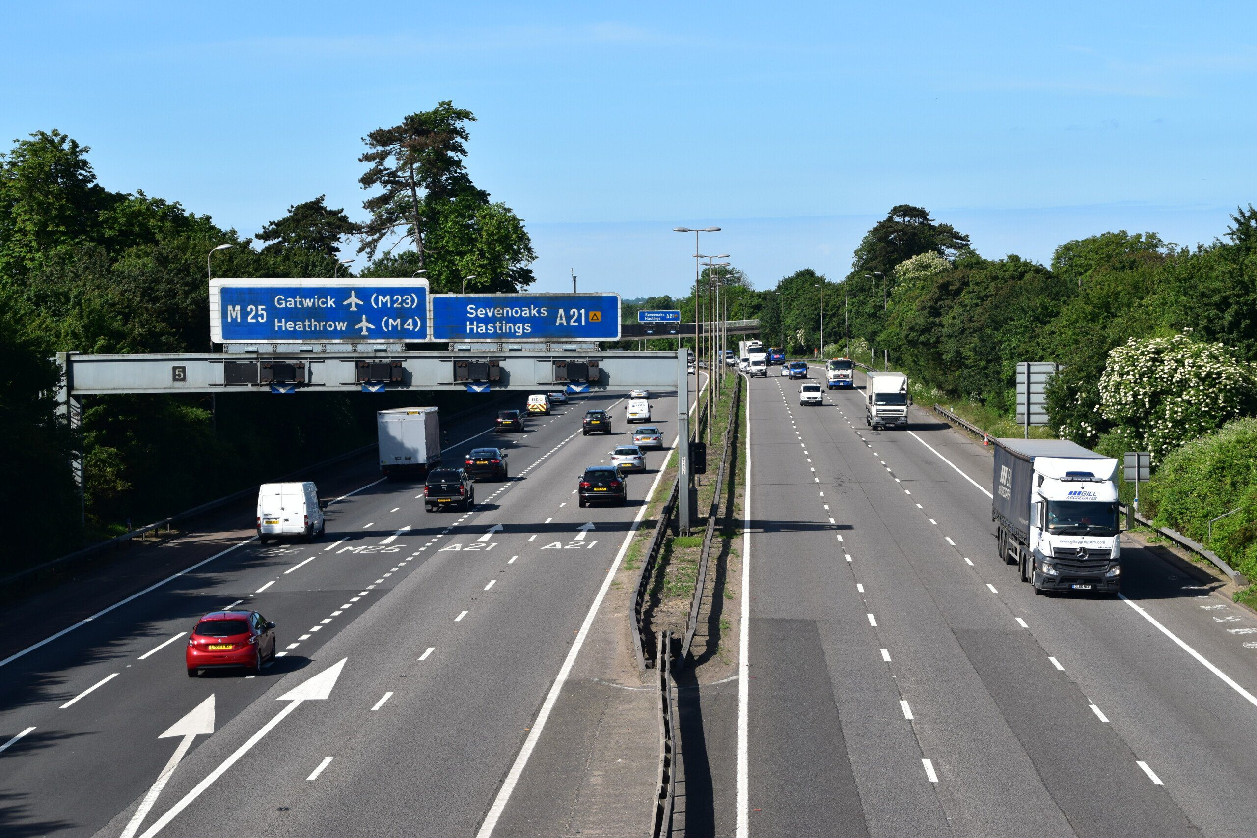 M25 from the pedestrian crossing on the North Downs Way